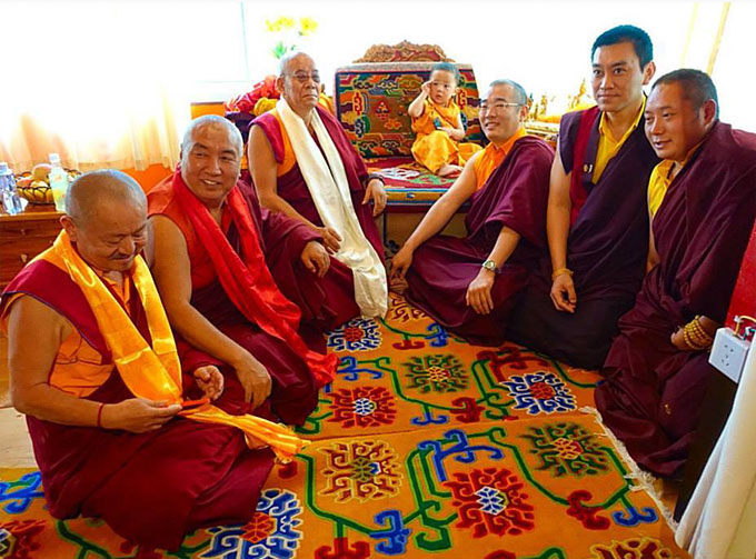 HH Pema Norbu Yangsi Rinpoche with senior khenpos and rinpoches of the Palyul lineage
